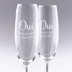 """Flûtes à Champagne """"OUI"""" gravées avec un texte"""