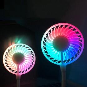 Ce ventilateur portable et lumineux est personnalisable