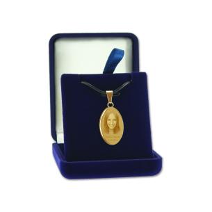 pendentif ovale avec photo gravee dans boite cadeau
