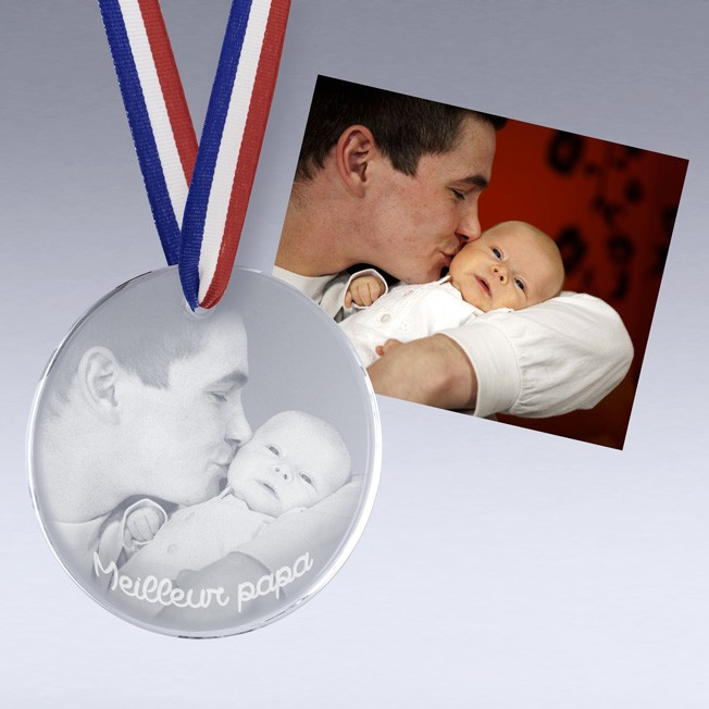 Médaille en verre gravée avec photo