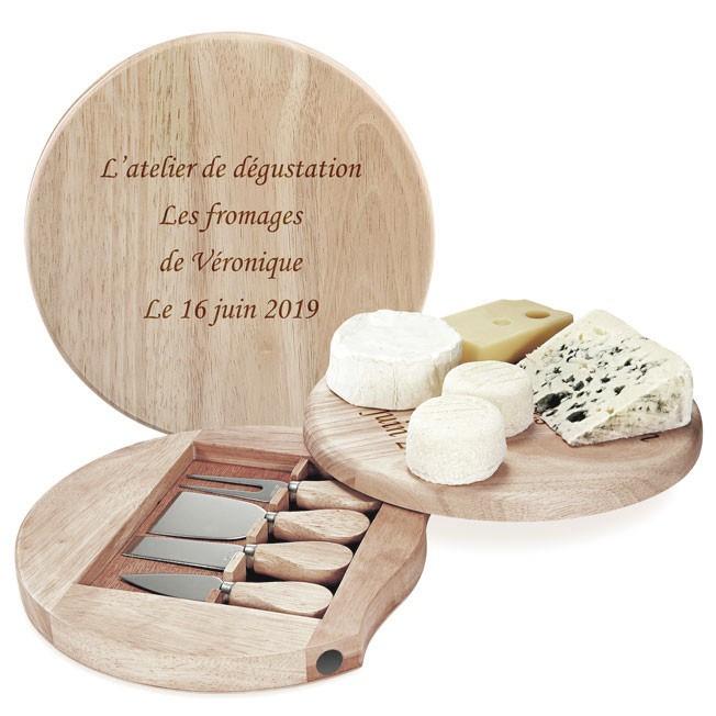 plateau à fromage en bois gravé avec un texte