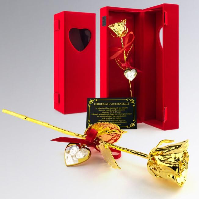 Rose en or dans son coffret velours rouge personnalisée avec photo