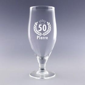 Verre à bière personnalisé avec âge et prénom. Cadeau idéal pour un anniversaire