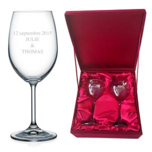 Verres à vin livrés dans un magnifique coffret de velours rouge intérieur satiné