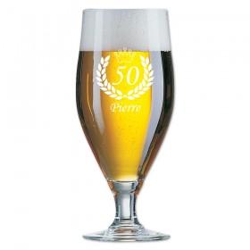 pinte de bière 50Cl gravée avec prénom et âge dans des palmes